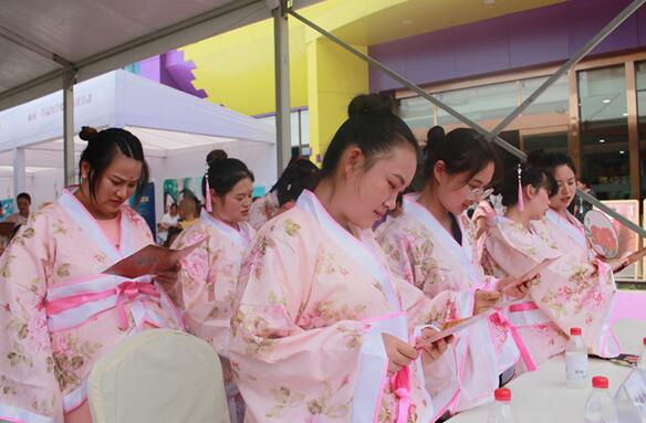 雨城区举行首届国学胎教诵读活动